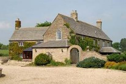 The Cotswold Luxury Manor Hall with Hot Tub & Games Barn