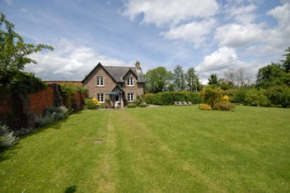 Luxurious Gardeners Cottage in Herefordshire