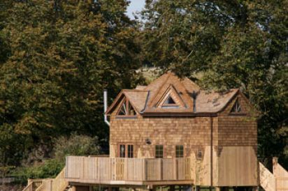 The Treehouse at West Hayes - Luxury Retreat with Outdoor Hot Tub