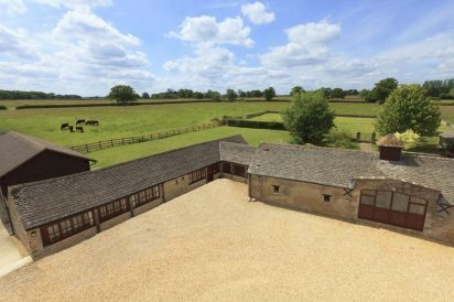 The Cotswold Luxury Manor Grange with Hot Tub & Games Barn