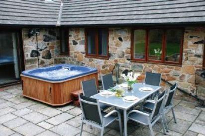 Woodlands High Quality Cottage with Private Hot Tub