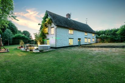 5 * Holiday Rural Farmhouse near Taunton