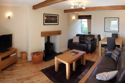 Two Bedroom Family Friendly Cottages near Loch Lomond