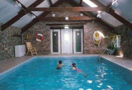 Gwynfryn Farm 4 & 5 Star Cottages with Indoor Pool, Gym, and Tennis Court
