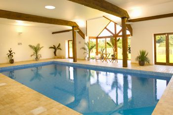 The treehouse at west hayes luxury retreat with outdoor hot tub luxury cottage in taunton for Holiday homes in somerset with swimming pool