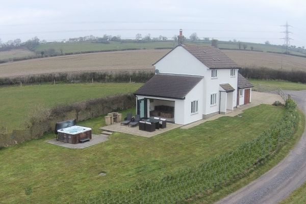 Apple Cottage- High Quality Accommodation with a Hot Tub 1