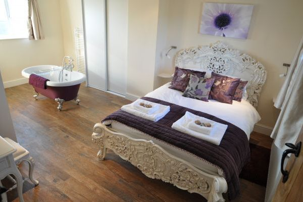 Apple Cottage- High Quality Accommodation with a Hot Tub 3