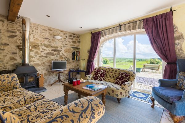 Spacious 3 bedroom cottage in south west wales