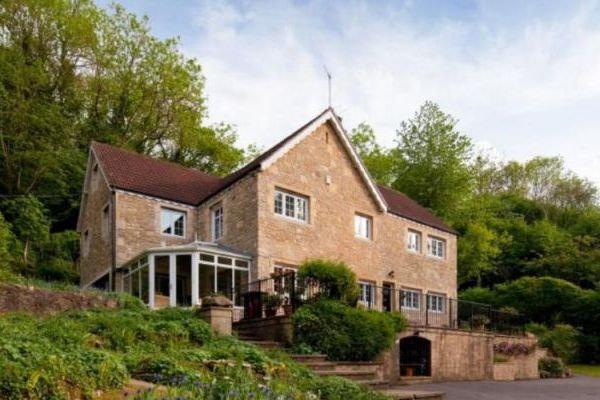 Hidden Valley Country House near Bath with Outdoor Pool 1
