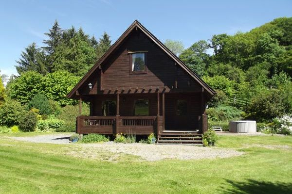 log cabin with hot tub in wales